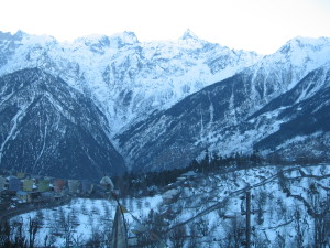 view from hotel apple pie during snowfall- hotels in kalpa