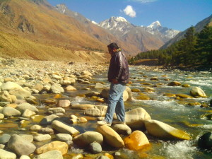 baspa river hurtling through chitkul